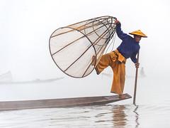Inle lake (SLpixeLS) Tags: morning lake boat fisherman burma lac myanmar inle asie bateau pêcheur matin birmanie nyaungshwe platinumheartaward earthasia