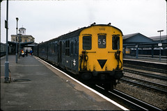 Class 206 DEMU @ Reading, 1978 [slide 7804] (graeme9022) Tags: uk english station electric train diesel transport engine rail southern transportation multiple british local passenger 1970s region railways regional unit
