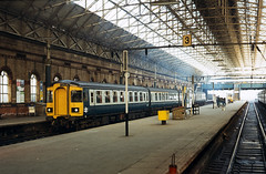 Class 123 DMU @ Manchester Piccadilly, 03/06/1979 [slide 7909] (graeme9022) Tags: city uk blue roof station train grey mechanical diesel south transport swindon rail transportation be multiple british passenger trans 1970s railways b4 pennine regional connection intercity bogie inter unit gangway transpennine livery bogies