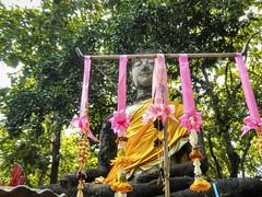 Buddha image (Subduing Mara) @ Wat Khao Phanom Phloeng - วัดเขาพนมเพลิง (E.C.L.) Tags: buddhism thailand thai theravada forest waldtempel feuer bodhi unesco blumen flowers siam sukhothai saffron alt site berg monastery sitting sitzend geschichtspark heritage thaïlande ประเทศไทย เมืองไทย tailandia tailândia 泰国 泰國 таиланд satchanalai sisatchanalai เทศบาลเมืองศรีสัชนาลัย ไตรภูมิพระร่วง เมืองเก่า historicalpark unescoworldheritagesite sittingbuddha sitzenderbuddha bhumisparśamudra bhumisparshamudra callingtheearthtowitness asia ราชอาณาจักรไทย sisatchanalaihistoricalpark chaliang ancient watkhaophanomphloeng พวงมาลัย phuangmalai blumenkette