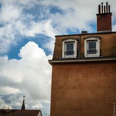 Chambre avec vue (erwannf) Tags: france architecture lyon nuages façade météo rhônealpes enville carré bâtiment contrasteélevé gris tour maison