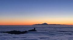 Paseo por las nubes... Tejeda. Gran Canaria (☮ Montse;-)) OFF) Tags: grancanaria canaryislands paseo tejeda marnubes nubes sol montañas rocas lava