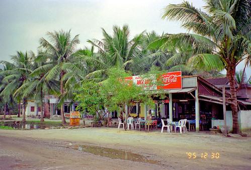 Cafe, Lang Co by Ik T