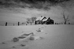 Bianco (Zz manipulation) Tags: art ambrosioni zzmanipulation castello futuro neve casa orme bianco inverno