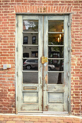 850_1233-Edit.jpg (Snapping Beauty) Tags: wood years alexandriava fixtures abstract day background nopeople textures virginia 2018 brick clean things vertical places door old esp