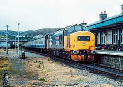 37420 at Kyle Of Lochalsh 1986 (Wolfie2man) Tags: d6997 thescottishhosteller 37297 largelogo scotrail scotland britishrail kyleoflochalsh highlandrail class374 class37 37420