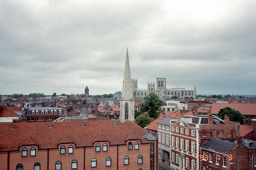 クリフォードタワーから見たヨークミンスター - York Minster by Ik T