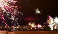 Feuerwerk über Ilmenau (fireworks over Ilmenau) (skruemel86) Tags: silvester 2019 feuerwerk stadt ilmenau fireworks city neujahr horizont skyline landschaft landscape thüringen panasonic lumix fz82