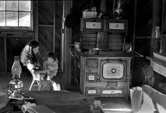 Humboldt County, California 1972 (Dave Glass . foto) Tags: humboldt cabin stove humboldtcounty redway antiquestove briceland expd