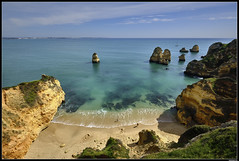 Praia Do Camilo #1 (LilFr38) Tags: lilfr38 fujifilmxpro2 fujifilmfujinonxf1024mmf4rlmois algarve portugal praiadocamilo beach ocean sand wave cliff rock plage océan sable vague rocher falaise