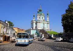 The Saint Andrew's Church is located at the top of the Andriyivskyy Descent in Kiev (B℮n) Tags: київ kyiv kiev ukraine киев kiëv oekraïne dnjepr dnipro brovarskyiavenue historical treasures river green park bridge rusanivskastrait dnieper brovary highway traffic 50faves topf50 maidan euromaidan orange revolution independence square europe centre history election president viktor janoekovytsj україна globus monument independencemonumentмонументнезалежності монументнезалежності ukrainehotel готель готельукраїна євромайдан ❤ blue yellow flag соборсвятоїсофії софійськийсобор unesco national sanctuary holy complex landmark worldheritagelist ukrainian baroque architecture heritage seven wonders unescoworldheritage sintandreaskerk андріївськацерква orthodox standrewschurch saintandrew mercerdes bus oldtimer 100faves topf100