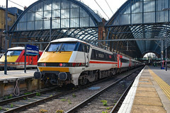 91119 - London Kings Cross - 11/04/19. (TRphotography04) Tags: intercity swallow liveried lner 91119 bound green depot 1977 2017 stands london kings cross after arriving with 1y11 0630 newcastle service