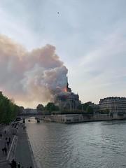 75 PARIS Le 15 avril 2019 il est 19h40  Un important incendie était en cours çe 15 avril 2019 des 18h50 à Notre-Dame de Paris CATASTROPHE !! (Mémoire2cité Vol 45) Tags: 75 paris le 15 avril 2019 il est 19h40 un important incendie était en cours lundi fin daprèsmidi à notredame de catastrophe mémoire2cité
