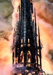 75 PARIS il est 19h54 un important incendie est en cours depuis 18h50 çe 15 avril 2019 à Notre-Dame de Paris CATASTROPHE !!. photo Guillaume LEVRIER (Mémoire2cité Vol 45) Tags: 75 paris il est 19h54 un important incendie était en cours lundi fin daprèsmidi 15 avril 2019 à notredame de catastrophe oparis mémoire2cité