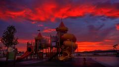 El tobogán (Carpetovetón) Tags: amanecer colores castrourdiales cantabria sonya6000 tobogán cielo nubes parque parqueinfantil españa