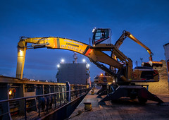 JST Services Liebherr LH60 Material Handler (Scottish Photography Productions | David Pollock) Tags: jst services ayr liebherr lh60 material handler discharging woodchip kgv king george v docks glasgow scotland peel ports clydeport upper clyde river low light long exposure press pr commercial