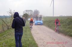 le Paris Roubaix sur les pavés (louis.labbez) Tags: saintpython nord france parisroubaix pavé course race cyclisme cycliste coureur chemin route cycle labbez