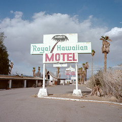 royal hawaiian. baker, ca. 2013. (eyetwist) Tags: eyetwistkevinballuff eyetwist baker abandoned royalhawaiian motel sign bleak empty mojavedesert kodak portra 160 mamiya6mf mamiya50mmf4l kodakportra160 mamiya 6mf 50mm ishootfilm ishootkodak analog analogue 6x6 film emulsion mamiya6 square mediumformat 120 primes filmexif iconla epsonv750pro filmtagger 6 mojave desert california highdesert landscape medium format interstate roadside america type typography typographic 15 i15 trucker truck trailer truckers weathered worn faded closed american west lonely palmtrees palms americantypology neon broken hoter arne arnesroyalhawaiian roadtovegas derelict decay ruins