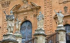 Modica ... Il Duomo di San Pietro (Giuliana 57) Tags: siciliaottobre2018 sicilia italia duomo sanpietro ilduomodisanpietro statue cattedrale chiesa modica italy giulianacastellengo giuliana57 reflex nikond5200 architettura arte storia barocco