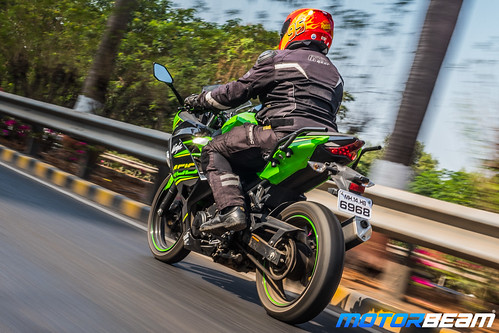 Kawasaki-Ninja-400-27