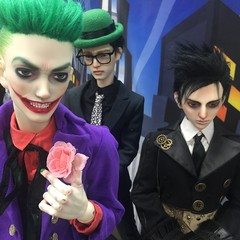 IMG_0885 (vampyre_angel13) Tags: bjd batman bjdmod bjdhybrid bjdphotography bjds bjdartist dccomics joker harleyquinn catwoman johnconstantine moonknight