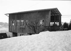 ancien bâtiment (JJ_REY) Tags: vosges montagnes mountains hiver winter neige snow bw film rollei superpan200 minolta alf rangefinder