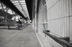 J'attends (Atreides59) Tags: prague praha urban urbain gare trainstation train station républiquetchèque czechrepublic black white bw blackandwhite noir blanc nb noiretblanc pentax k30 k 30 pentaxart atreides atreides59 cedriclafrance