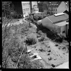 Stadt (tiltdesign2016) Tags: analogphotography bw stadt sonne kontrast wuppertal barmen canoncanoscan9000f ilfordilfosol3114 ilfordfp4plus yashicamat124g mittelformat ilford fabrik