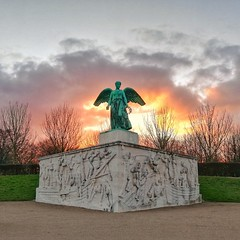 Angry Goddess. #copenhagen #rightplace #righttime #angrygoddess #angel #angry #sunset (agnese.cianciulli) Tags: copenhagen sunset angrygoddess angel angry rightplace righttime symmetry