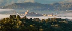 Il borgo di Poppi sopra la nebbia (giorgiorodano46) Tags: settembre2007 september 2007 giorgiorodano poppi casentino toscana tuscany italy nebbia fog morning