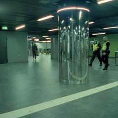 Life Underground (ucn) Tags: rolleiflex35b mutar07x cinestill800t frankfurtammain centralstation mezzanine zwischengeschoss street