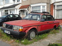 1988 Volvo 240 GL Auto (Neil's classics) Tags: vehicle 1988 volvo 240gl abandoned car