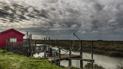 Le petit pont de bois (Fred&rique) Tags: lumixfz1000 photoshop hdr raw poitoucharentes pontons pêche rivière marais printemps ciel nuages cabane pêcheurs rouge couleurs paysage campagne