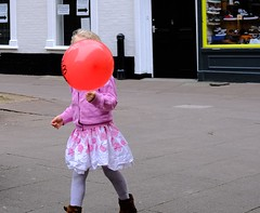 Red Balloon (Bury Gardener) Tags: 2019 street streetcandids snaps strangers candid candids people peoplewatching folks england eastanglia uk britain fuji fujifilm fujixt3 burystedmunds suffolk cornhill