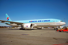 HL8285 (Skidmarks_1) Tags: hl8285 koreanaircargo boeing777 cargo freighter engm norway osl oslogardermoenairport aviation aircraft airport airliners