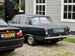 17-04-JV ROVER P6 2000 TC MK1 Saloon 1969 (ClassicsOnTheStreet) Tags: 1704jv rover p6 2000 tc mk1 saloon 1969 roverp6 rover2000tc p62000 p62000tc bache bashford king spenking gordonbashford davidbache 60s 1960s brits british sedan pkw berline classiccar classic oldie classico veteran oldtimer klassieker gespot spotted carspot amsterdamn amsterdam noord kadoelen kadoelenweg 2018 straatfoto streetphoto streetview strassenszene straatbeeld classicsonthestreet cwodlp onk jv