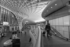 keep your head down (Paul Wrights Reserved) Tags: kingscross architecture modern nodernarchitecture building station stations london blackandwhite leadinglines leading londonstreets
