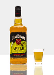 Jim Beam Apple (Alvimann) Tags: alvimann jimbeamapple beamapple jimapple jimbeam jim beam apple bourbon whiskey kentucky unitedstates united states estadosunidos estados unidos bourbonwhiskey whiskyborbon manzana strong fuerte bebe bebida beer beber beverage scotch boose whisky spirit spirits alcohol alcoholic alcoholica alcoholics alimento taste tastes sabor sabores drink drinking montevideouruguay montevideo uruguay bottle botella fotografia producto fotografiadeproducto productphotography product photography photo foto marca marketing brand branding label labels etiqueta etiquetas drop drops gota gotas glass vaso
