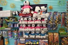 DSC_9367 (earthdog) Tags: 2019 nikon d5600 nikond5600 18300mmf3563 needstags needstitle themepark amusementpark greatamerica santaclara shopping shop store animal stuffedanimal softie