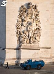 Comme un samedi (A.G. Photographe) Tags: ag agphotographe paris parisien parisian france french français europe capitale d850 nikon nikkor 70200vrii arcdetriomphe gendarmerie giletsjaunes gj manifestation blindés