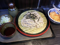 Cold soba and mixed vegetable tempura from Monju @ Asakusa (Fuyuhiko) Tags: cold soba mixed vegetable tempura from monju asakusa そば 蕎麦 ざる 文殊 浅草 tokyo とうきゅ 東京