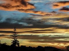 !!! (Faapuroa) Tags: ciel sky coucher soleil crépuscule sunset colors couleurs nuages clouds nikon p1000 coolpix