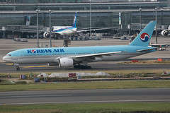 HL7765 B777-200 Korean Airlines (JaffaPix +5 million views-thanks...) Tags: hl7765 b777200 777 b777 b772 boeing koreanairlines kal jaffapix davejefferys tokyoairport japan aircraft airplane aeroplane aviation flying flight runway airline airliner hnd haneda tokyohaneda hanedaairport rjtt planespotting