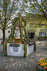 Osterbrunnen in Eglfing (fuchs_ernst) Tags: nikon nikonobjektiv niederbayern ostern brunnen