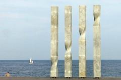 Las líneas en el horizonte (Micheo) Tags: spain barcelona mediterraneansea mar mediterráneo líneas lines azul minimalismo españa barco boat agua water