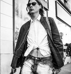 Street - La mode (François Escriva) Tags: street streetphotography paris france people candid olympus omd photo rue sidewalk black white bw noir blanc nb monochrome man shirt fashion mode sunglasses fun funny stomach belly