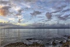 Atardecer en la ría de Pontevedra (Fernando Forniés Gracia) Tags: españa galicia galiza pontevedra ría ríadepontevedra atardecer mar cielo nubes paisaje landscape