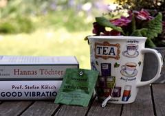 Frohe Ostern (SpitMcGee) Tags: froheostern happyeastern bücher books tasse tee cupoftea spitmcgee