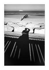 Le jour où je n'ai pas pris le large. (Scubaba) Tags: europe france pasdecalais noirblanc noiretblanc bw blackwhite ombres shadows