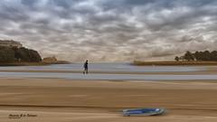 San Vicente de la Barquera (azucena G. De Salazar) Tags: playa beach hondartza cantabria sanvicentedelabarquera color colores colors person